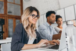 Comunicação bottom-up: o que é e qual o seu efeito na intranet?